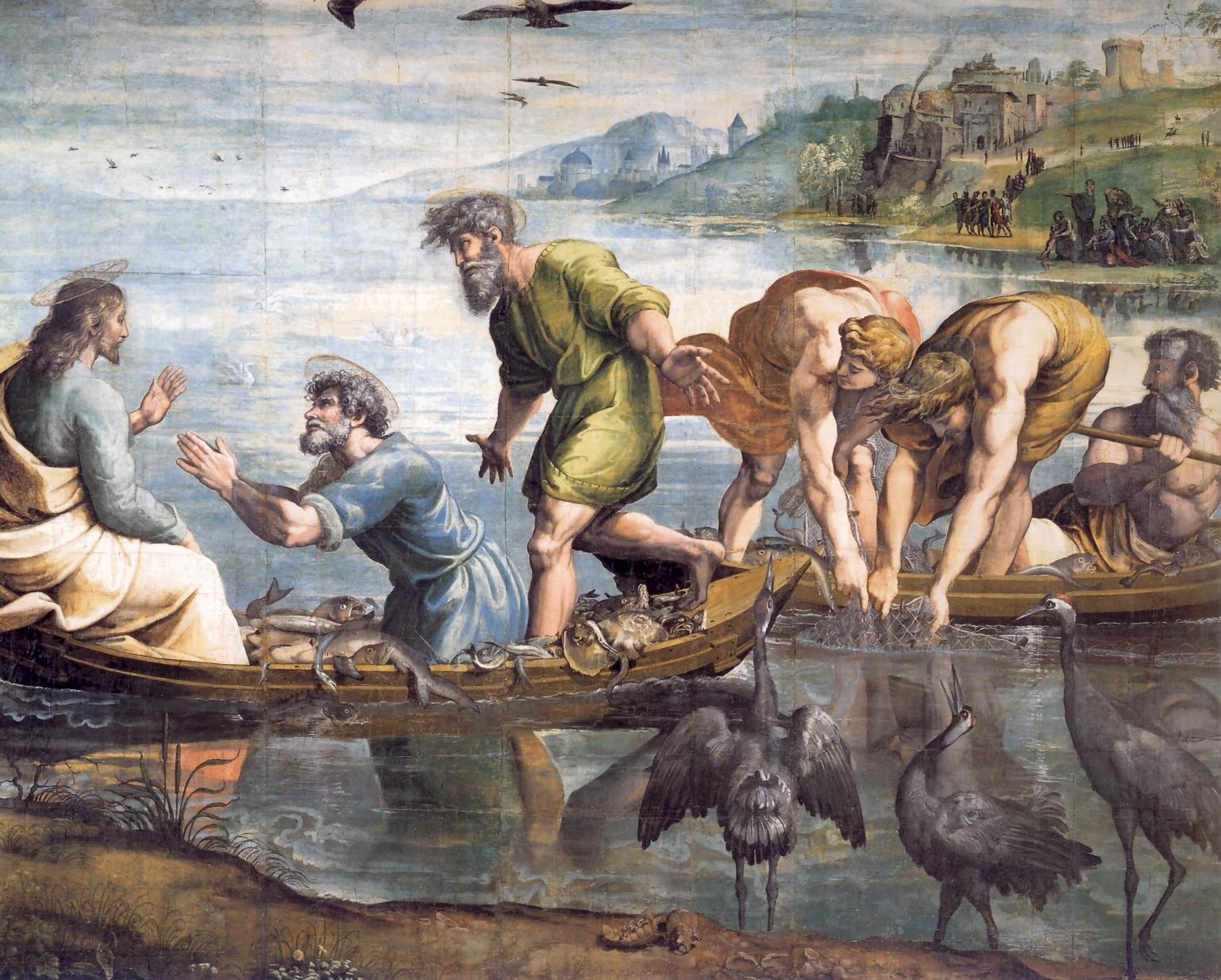 """Raffaello Sanzio, La pesca miracolosa, tempera su carta, 1515-1516, Victoria and Albert Museum, Londra. La Pesca miracolosa è un dipinto a tempera su carta ed è uno dei cartoni preparatori per gli arazzi della Cappella Sistina. Il cartone riflette specularmente la scena dell'arazzo, per la tecnica a basso liccio in cui i modelli sono tenuti sotto l'ordito, che poi viene rovesciato. La scena si ispira a un passo del Vangelo di Luca (V, 4 e ss.) ed è quasi interamente riferita alla mano del maestro. La scena va letta da destra, dove gli apostoli, legando gesti e sguardi, conducono l'occhio dello spettatore verso la figura di Cristo. Tutto è ambientato in un vasto e luminoso paesaggio, con fini notazioni naturalistiche: il paese in riva al lago, i pesci vividi nelle barche dei pescatori, la flora e la fauna lacustre, soprattutto i tre aironi in primo piano. Raffaello, consapevole del confronto con Michelangelo in Cappella, impostò i disegni con un crescendo drammatico, dove le figure prevalgono sul paesaggio e sull'architettura di sfondo, contrapponendosi in gruppi o in personaggi isolati, per facilitare la lettura delle azioni. Gli schemi sono dunque semplificati e i gesti e la mimica dei personaggi enfatizzati, per renderli più eloquenti e """"universali"""". A differenza di Michelangelo però la monumentalità non deriva dal tormento plastico delle figure, ma da equilibri accuratamente studiati, che bilanciano la composizione e i sussulti spirituali dei protagonisti, nonostante le volute asimmetrie. L'uso della tempera, in tonalità chiare, andò incontro alla ristretta gamma a disposizione degli arazzieri, così come sono un adattamento allo scopo le grandi masse di luci ed ombre."""