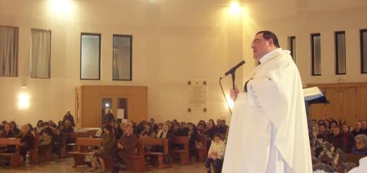 Celebrazione durante la visita pastorale di Mons. Martella in parrocchia