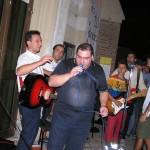 Don Mimmo ed alcuni dei giovani a Loreto per l'incontro dell'AC (2004)